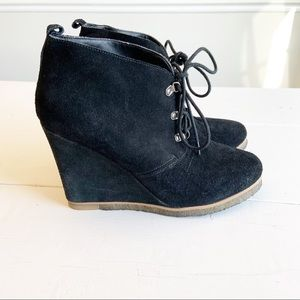 Steve Madden Shoes - STEVE MADDEN black wedge Tangoo laced shoe